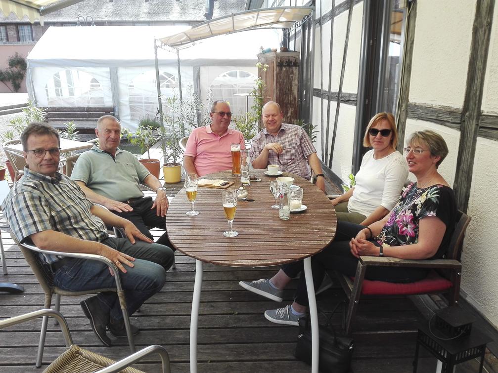 Im Cafe AROMA am Schwanhof